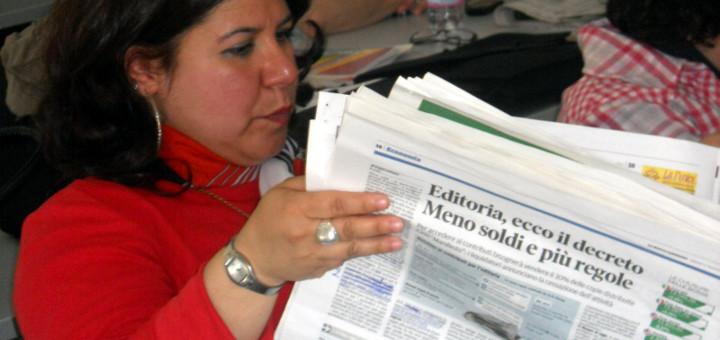 Vilma Urru alle prese con la rassegna stampa